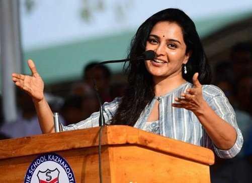 Stranded Kerala actress Warrier, crew reach Manali