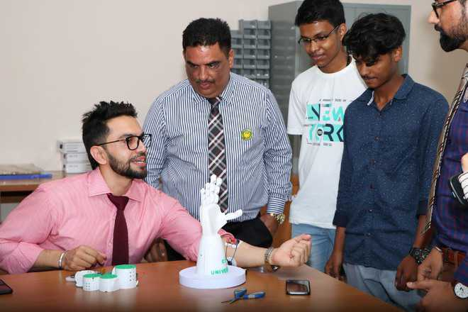 CT varsity makes prosthetic hand with muscle sensing