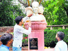 ABVP-led DUSU removes busts of freedom fighters from campus