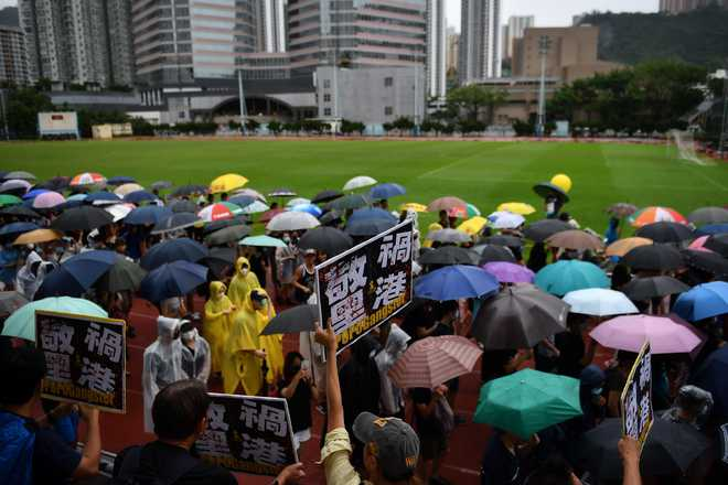 Hong Kong protesters regroup under sea of umbrellas