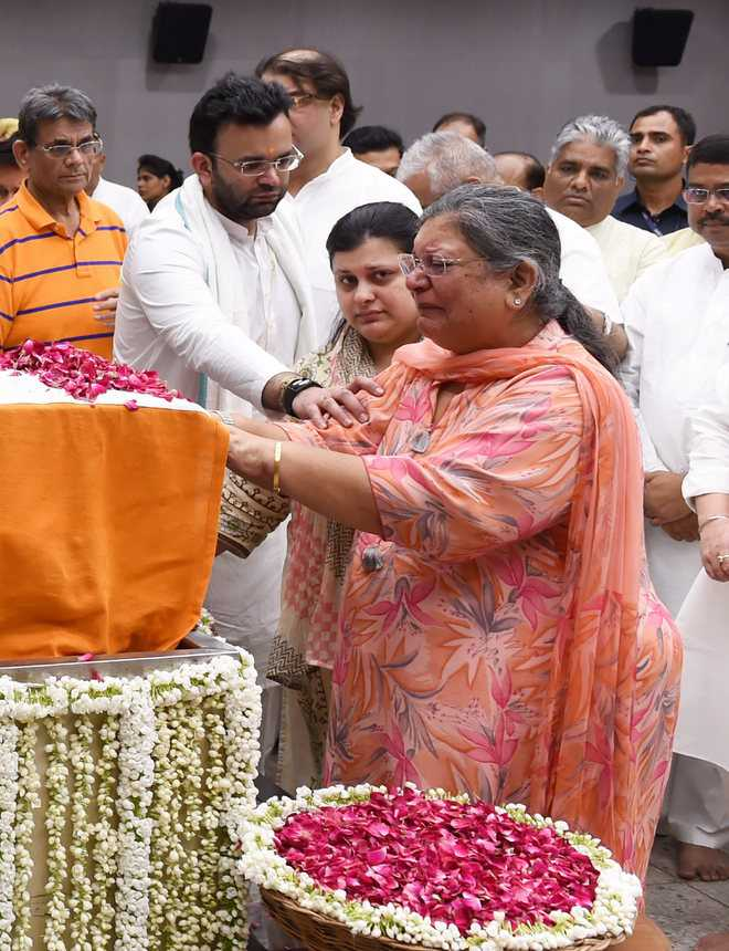 Nostalgic moments at BJP HQ as Jaitley given tearful farewell