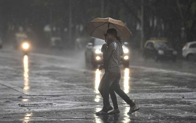 Rain pounds Mumbai