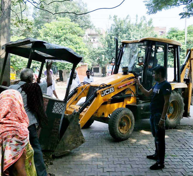 Anti-encroachment drive in Ram Bagh, kiosks removed