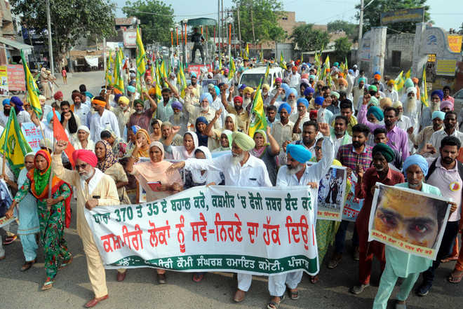Farmers hold protest march, want restoration of J-K status