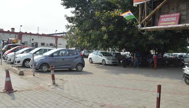 Visitors vexed over high parking fee at railway station