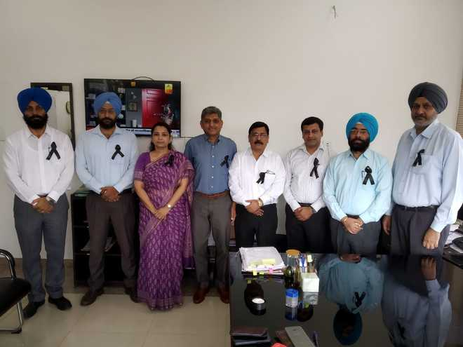 PCS officers across Punjab observe pen-down strike