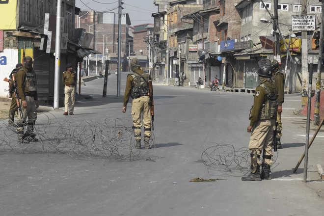 Restrictions lifted from most parts of Kashmir; private vehicles on roads