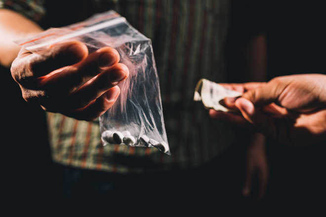 Two held with 3.6-kg opium