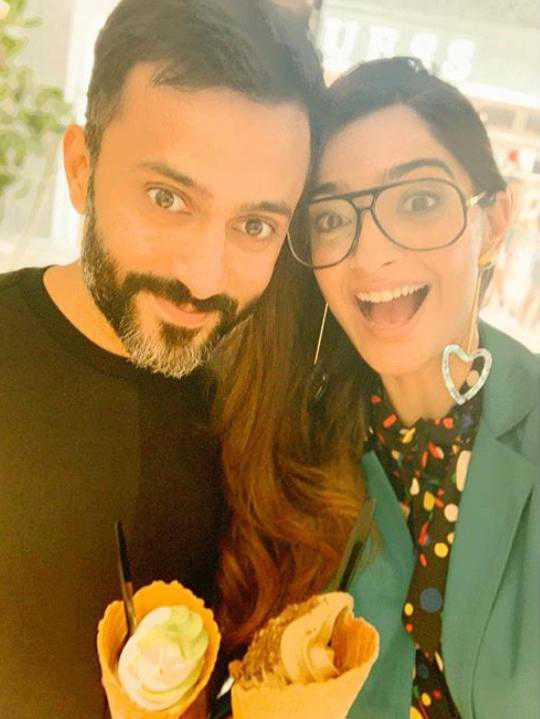 Sonam Kapoor was removed from WhatsApp group by hubby Anand Ahuja, Salman