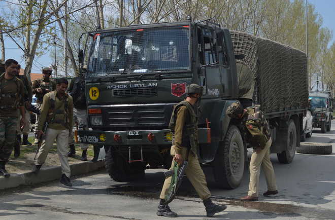 Day curfew lifted in Kishtwar, search on for those who snatched rifle