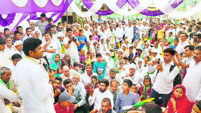 Khattar prepares for 2.0, Hooda for making a fight of it