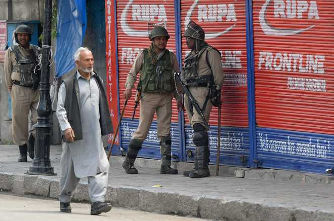 Normal life remains disrupted in Kashmir for 42nd consecutive day