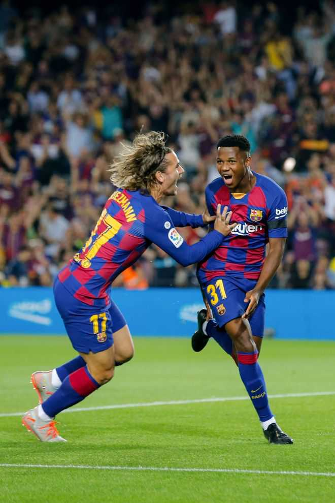 Fati glitters as Barcelona pound Valencia 5-2