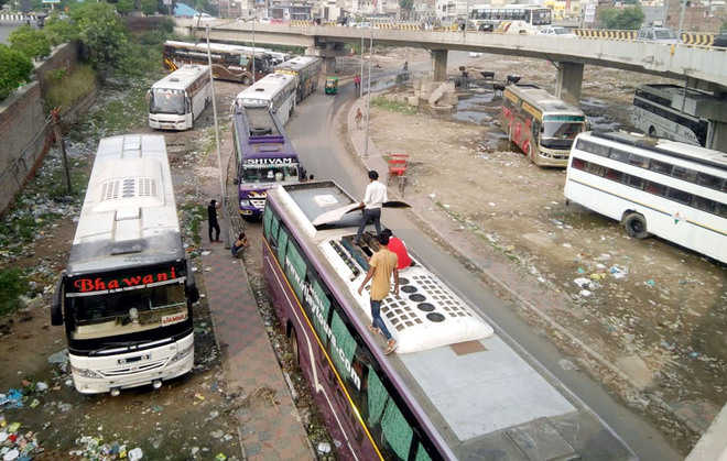 Illegal parking of buses leads to jams