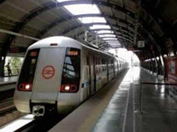 Woman dies after jumping before Metro