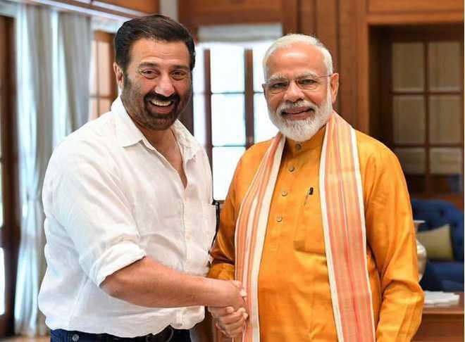Sunny Deol and Akshay Kumar lead B-town in wishing PM Modi happy birthday