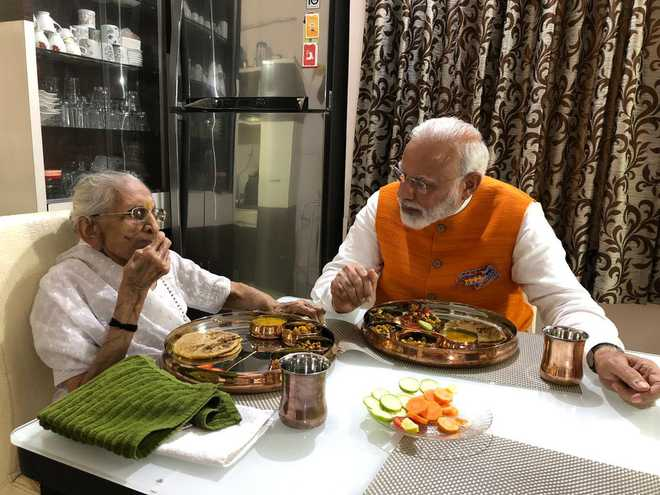 Modi meets mother Heeraba in Gandhinagar on his birthday