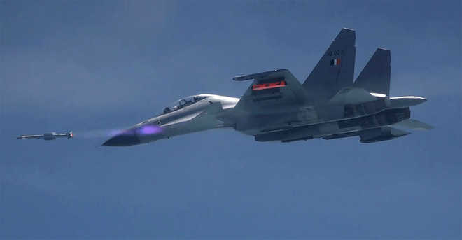 India test-fires air-to-air missile ''Astra'' from Sukhoi jet