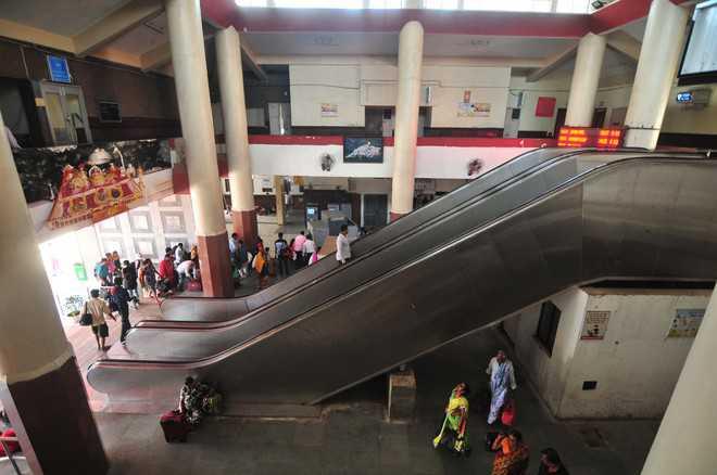 Escalators mere showpieces at Jammu Tawi railway station