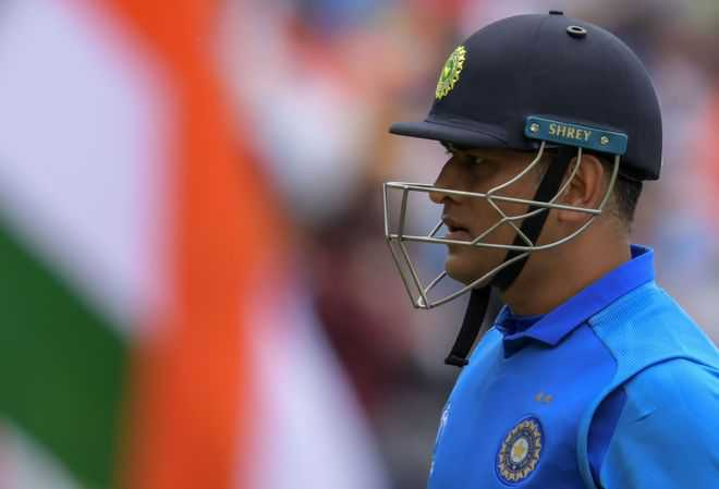 Dhoni should be going without being pushed out: Sunil Gavaskar