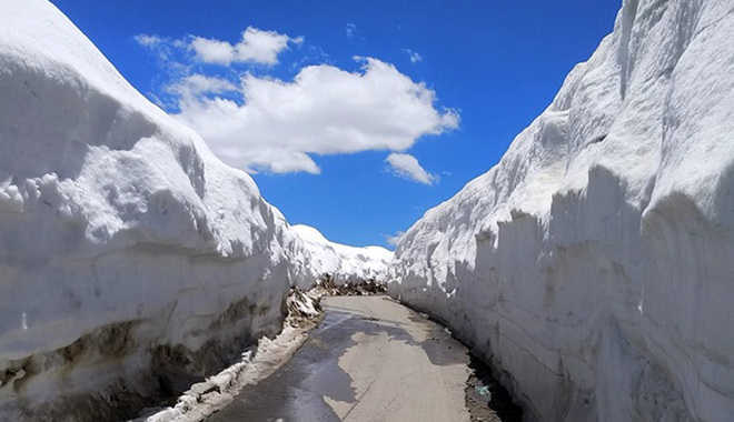 Snowfall in Rohtang Pass, Baralacha La