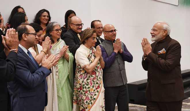 Modi meets Kashmiri Pandits in Houston, assures them of 'New Kashmir'