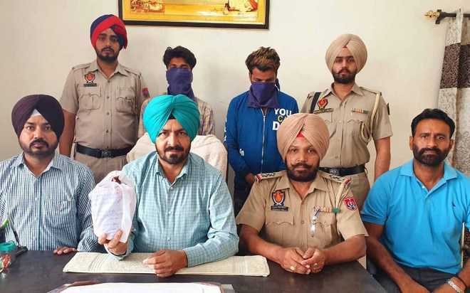 Two peddlers held with 712-gm heroin