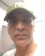 Akshay Kumar beats Mumbai traffic with Metro ride, nobody recognises him, video viral